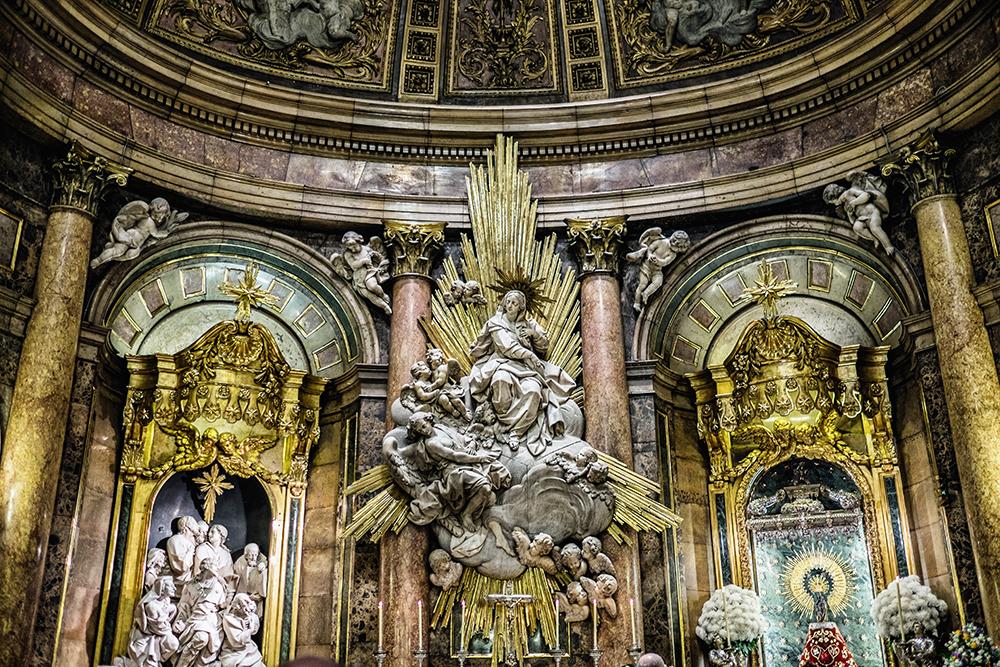 Basílica de Nuestra Señora del Pilar interior Zaragoza Spain