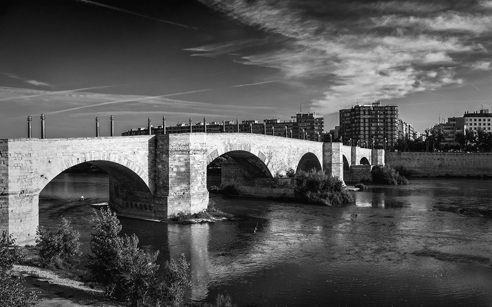 Puente de Piedra Bridge over Rio Ebro Zaragoza Spain