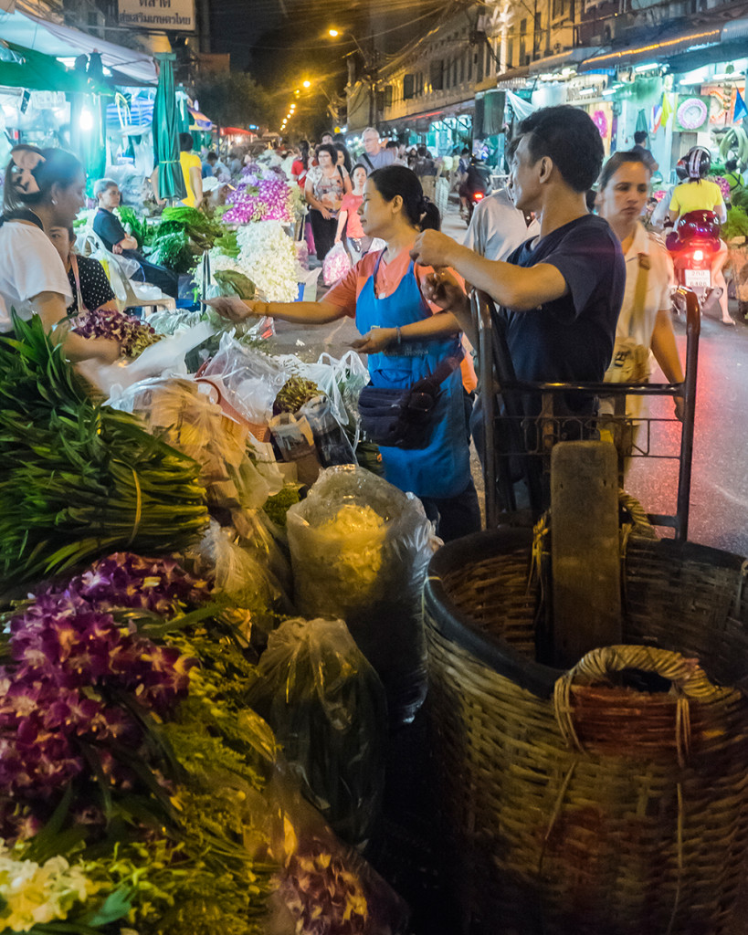 Pak Khlong Talat Flower Market vendors Bangkok Thailand