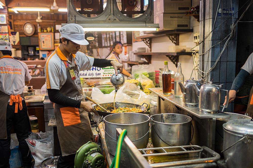 Thipsamai cook station Thai Bangkok T