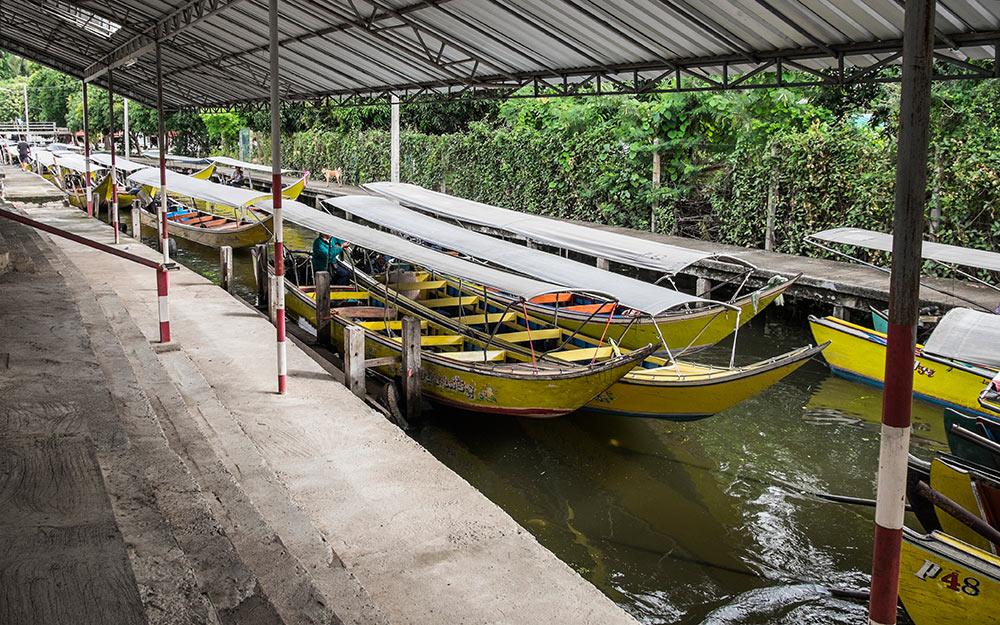 Damnoen Saduak dock boats Bangkok Thailand