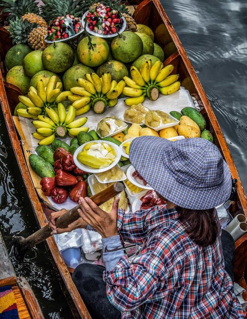 Damnoen Saduak floating market fruit Bangkok Thailand